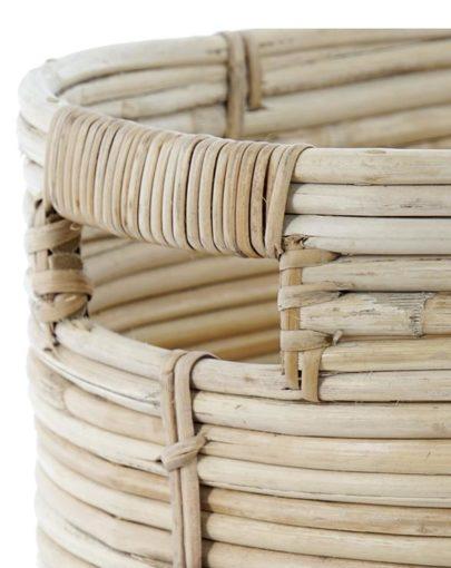 Detalle de una de las cestas de ratán Kasama