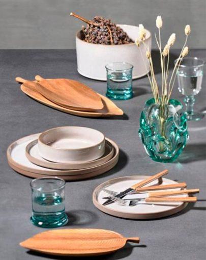 Plato de postre Dust, plato hondo Dust y plato llano Dust en estancia, uno de los platos modernos de Miluka