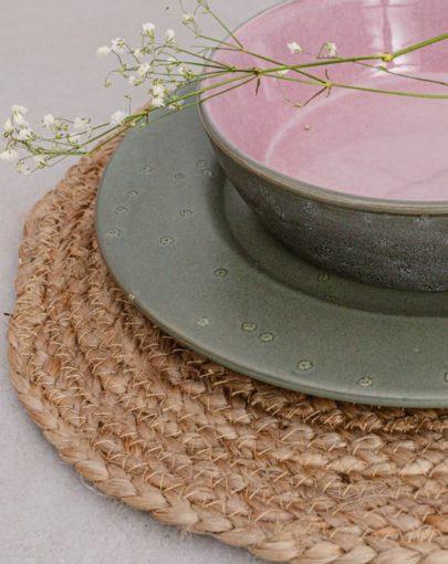 Plato llano Stone Verde y plato hondo Pumita rosa, dos de los platos estilo nórdico de Miluka