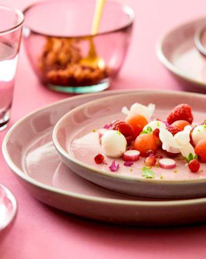 Plato Llano Pumita Rosa, uno de los platos estilo nórdico de Miluka , imagen detalle en estancia